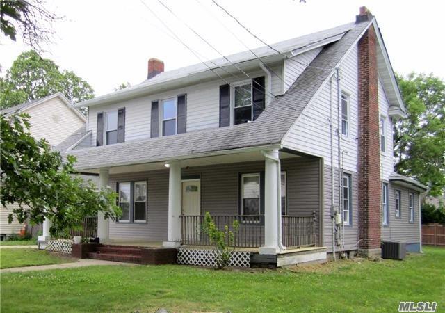 94 S Bayview Ave, Freeport, NY 11520