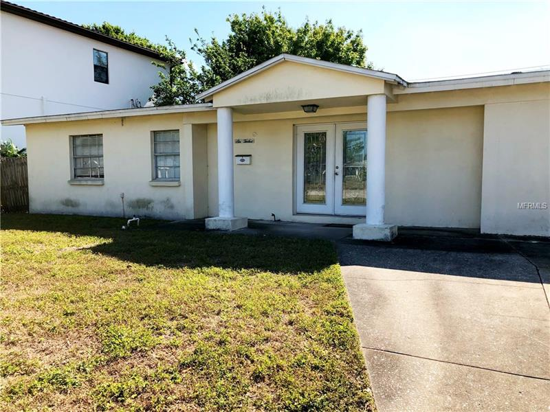 HUGE .23 acre lot on gorgeous David Islands. The house that currently sits on the lot needs extensive remodeling. This property would be a great tear down to build your dream home on the Island.