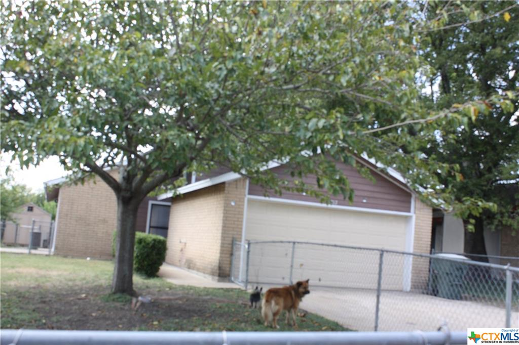 Wonderful starter home, 3 bedrooms, 2 baths, and freshly painted.  Chain link fence and storage shed. you must take a tour to believe this home. So call your agent today for a tour.