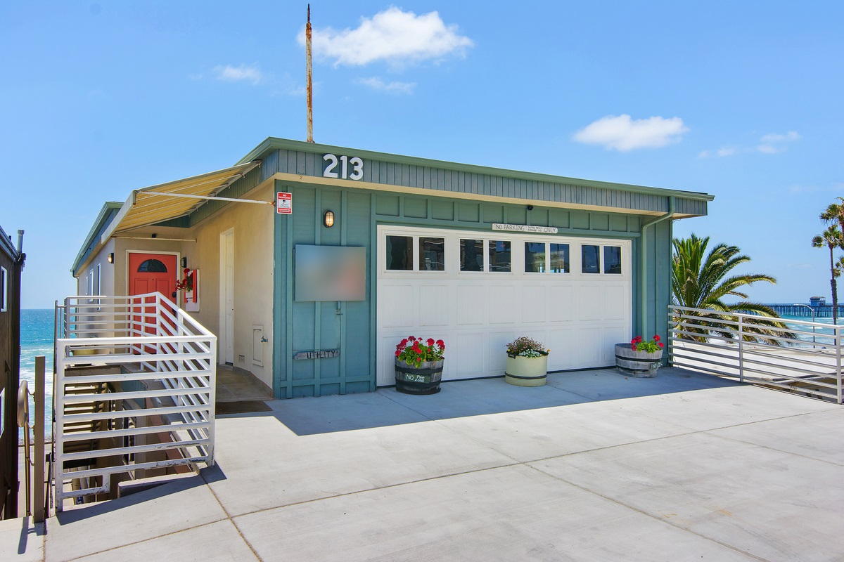 213 S Pacific St C, Oceanside, CA 92054