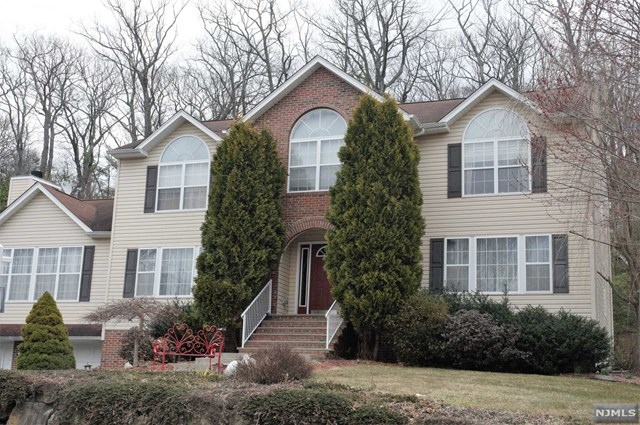 26 Cherbourg Drive, West Milford, NJ 07480