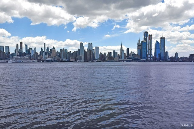 250 Henley Place 207, Weehawken, NJ 07086