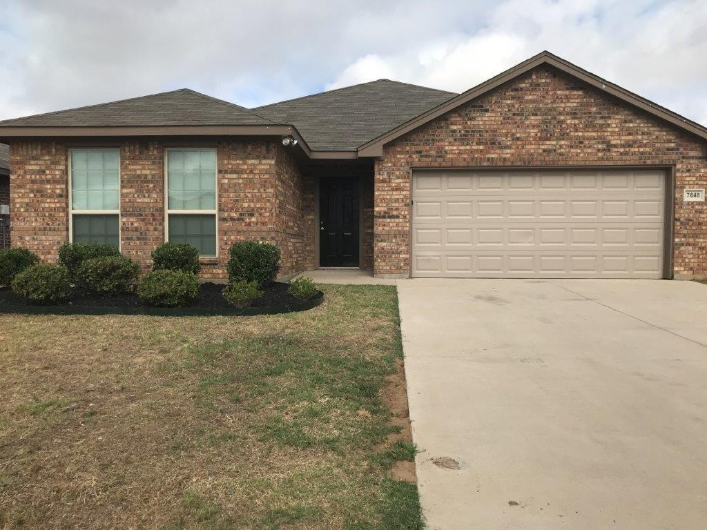 Wonderful 3 Bedroom 2 Bath home with walk in closets in each bedroom. The spacious kitchen overlooks a spacious living area. Ceramic flooring adorn the entry, living room, kitchen, and breakfast area.