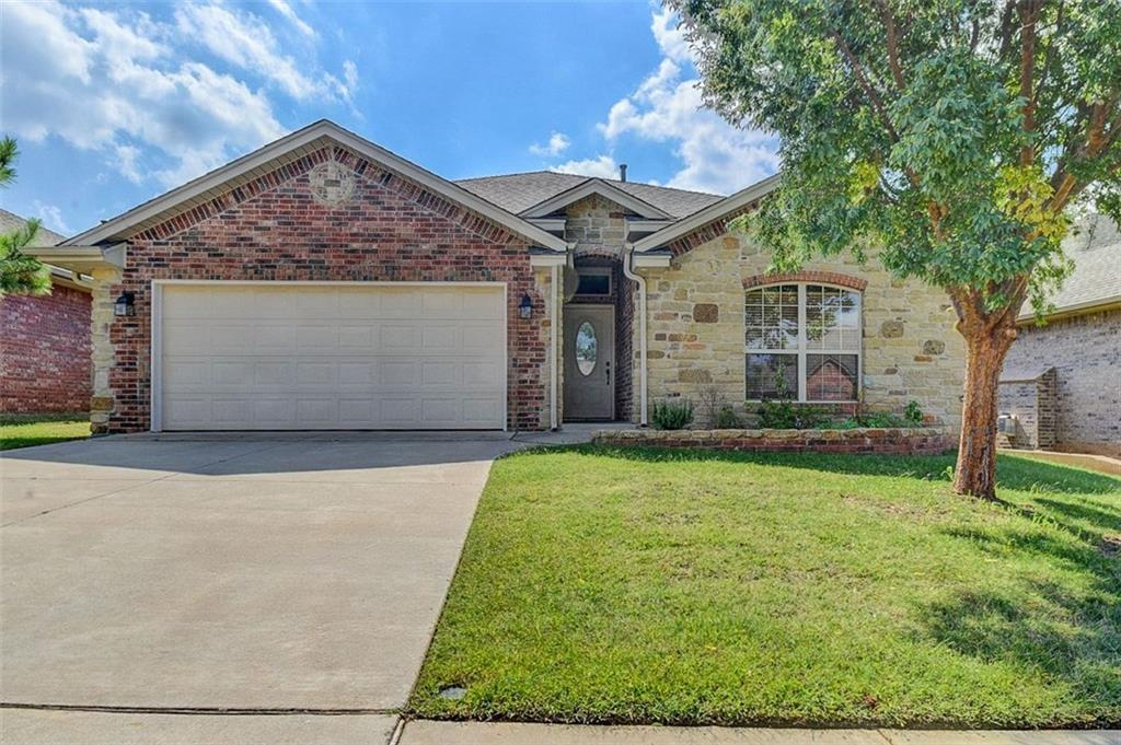 This is a house image of 2928 Coach Court Royal Oaks Norman OK