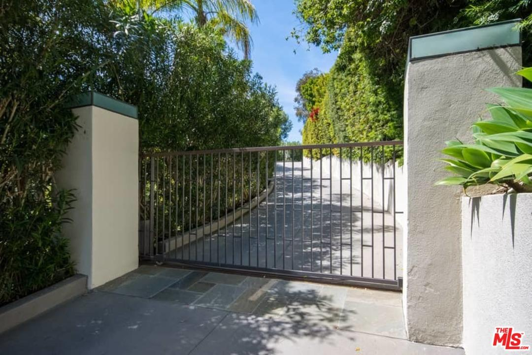 1117 SUTTON Way, Beverly Hills, CA 90210