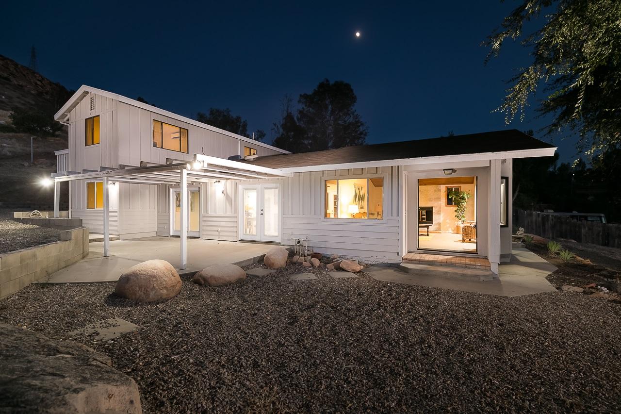 11519 Rocky Ln, Lakeside, CA 92040