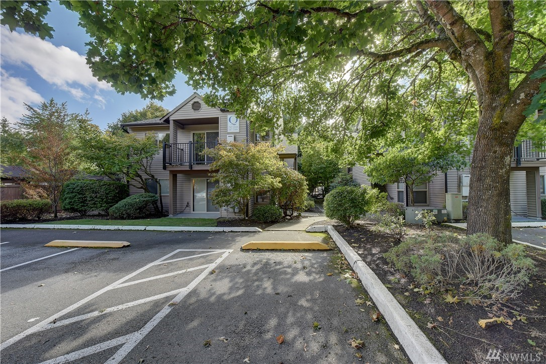Great Location! Beautiful, clean condo in the heart of Redmond! EZ living. Investor, 1st time home buyer, don't miss out. NO RENTAL CAP! End unit, lots of light. Kitchen w/SS appliances, Pantry. Washer and Dryer in unit. Master w/double closets. Access bath from living room or bedroom. Cozy Gas Fireplace. Deck, & dedicated parking space. Separate Storage unit outside front door. Low Home Owner dues. Enjoy Clubhouse lifestyle! Sports Court and Pool. Well maintained grounds. Close to everything.