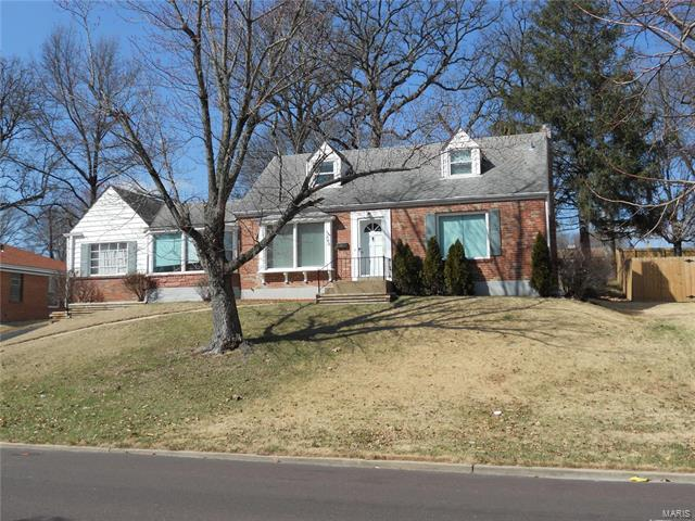 563 W Lockwood Avenue, Webster Groves, MO 63119