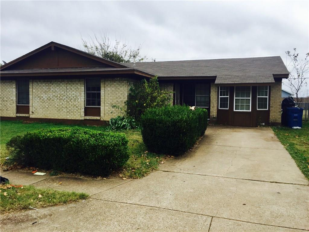 Great 4 bedroom 1 and half bathroom house ready for you to move in come check it out!! Currently has a tenant who is on month to month is a great rental investment home or even for a first time homebuyer.