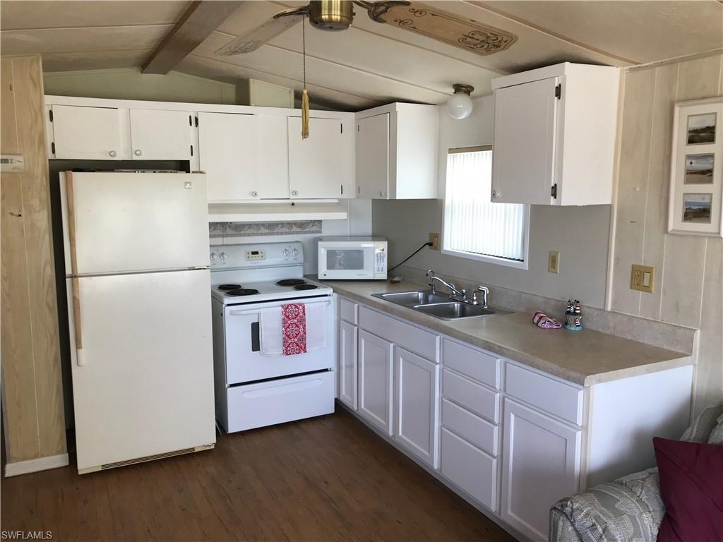 414 Papaya ST 7, GOODLAND, FL 34140