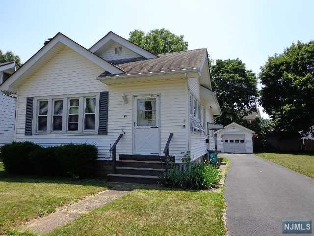 45 Poplar Avenue, Pequannock Township, NJ 07444