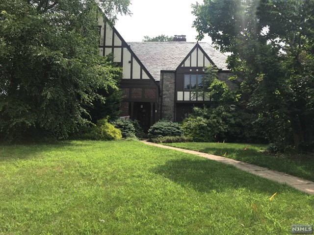 380 Maple Hill Drive, Hackensack, NJ 07601