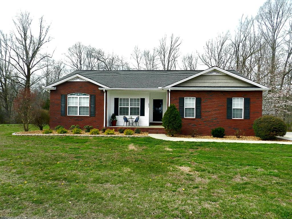 Gorgeous 3bd/2ba home with large lot. Move in ready home! Home features vaulted ceilings, beautiful refinished hardwoods, tile and a spacious eat-in kitchen with breakfast bar, new stainless steel appliances & 2 pantry closets, large 2 car garage. Located just off of Hwy. 56 in an established neighborhood, convenient to Cookeville, Gainesboro and I40. Seller has maintained this home with so much care. Relax, enjoy and move in!!!!