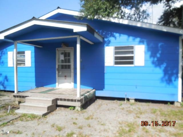 Raised Cottage style home with 2 bedrooms, 1 bath, den, large laundry room and eat in kitchen. Located on a double lot for lots of expansion opportunity.