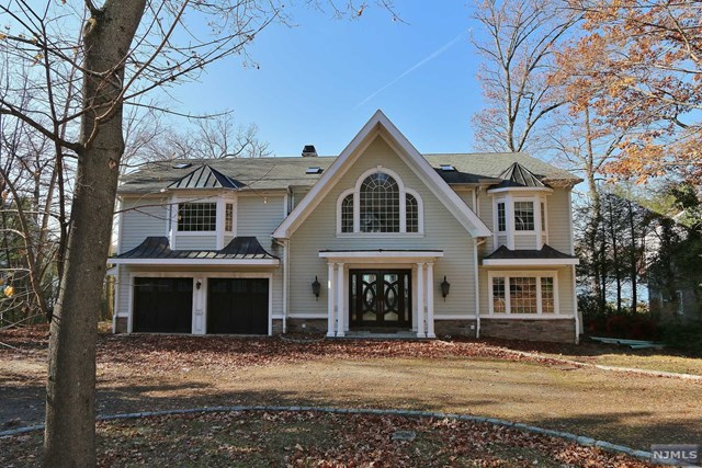 180 Pines Lake Drive, Wayne, NJ 07470