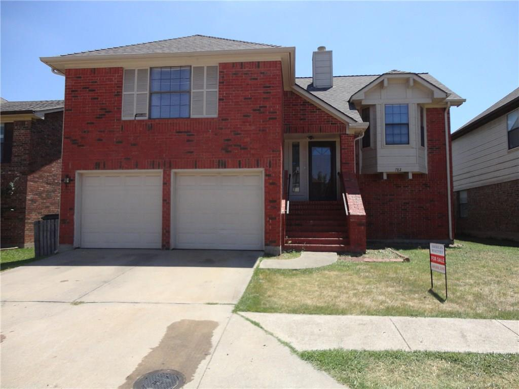 West plano schools! 4 bedrooms and 3 full baths! Adorable split entry home in desirable west Plano! Big family room with vaulted ceiling and corner fireplace. Kitchen has breakfast bar and is open to dining area. Master and secondary bedroom on main level. Downstairs you will find the 2nd living area, 2 more bedrooms and another bath! Close to playground, schools, 75  and shopping!