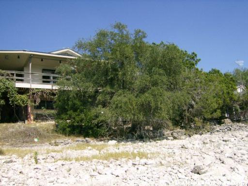 525 LOOKOUT DR., Lakehills, TX 78063