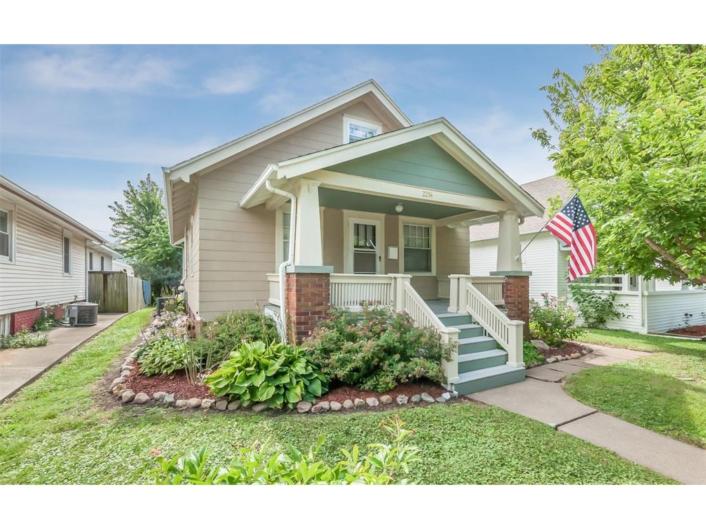2214 D Street SW, Cedar Rapids, IA 52404