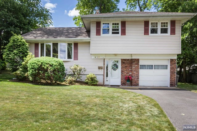 416 Kehoe Court, New Milford, NJ 07646