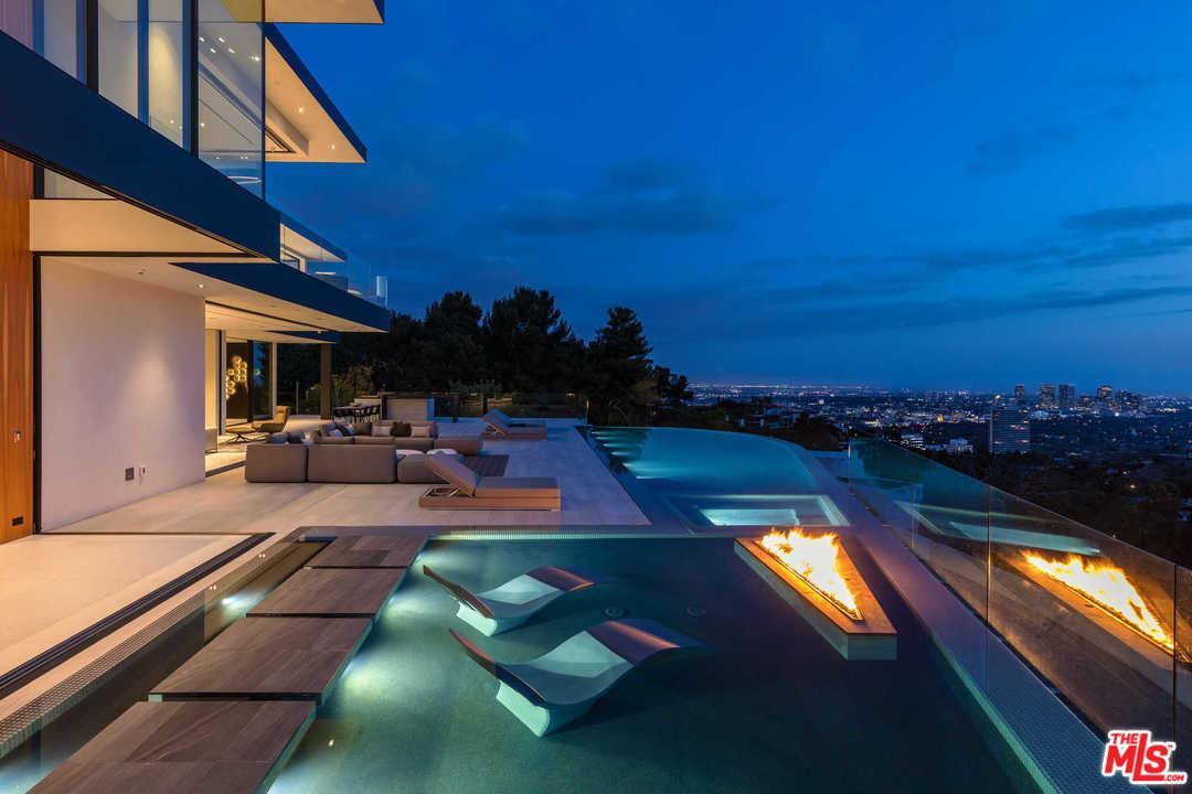 1677 N DOHENY Drive, Los Angeles (City), CA 90069