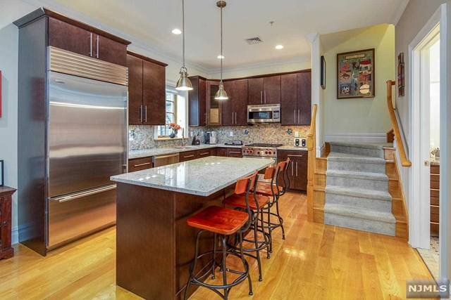 827 Bloomfield Street 303, Hoboken, NJ 07030