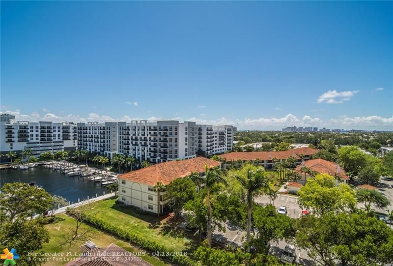 Beautiful views of the intracoastal from your 1 brm/1.5 bath condo & Fort Lauderdale night views are incredible! 9th floor condo has open kitchen to the dining & greatrm. LOTS OF CLOSET SPACE!Gated community w/ guard,24/7 security in the lobby, HUGE heated pool, library,billiards,card rm, tennis courts, gym overlooking resort pool area, social rm with bar & kitchen for entertaining,outdoor tiki with grill, AVAILABLE DOCK SLIP FOR LOW PRICE!Happy Hours, close to the beach, shopping,restaurants!Motivated