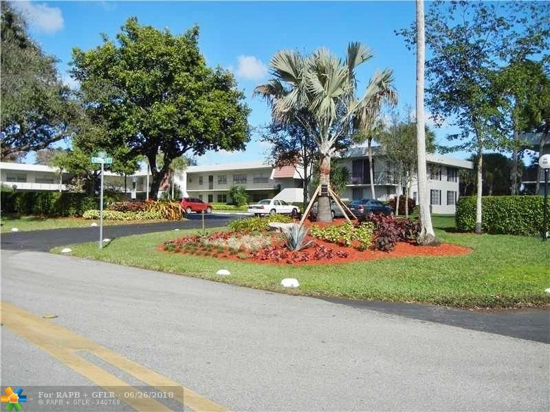 CONVENIENTLY LOCATED 1ST FLOOR UNIT WITH 3 BEDROOMS AND 2 BATHROOMS. SCREENED IN PATIO WITH BEAUTIFUL GOLF VIEW. WASHER AND DRYER IN THE UNIT. PALM-AIRE COUNTY CLUB IS A PRESTIGIOUS GOLF COMMUNITY LOCATED CLOSE TO MAJOR HIGHWAYS, ISLE CASINO, POMPANO RACE TRACK, AND SHOPPING.