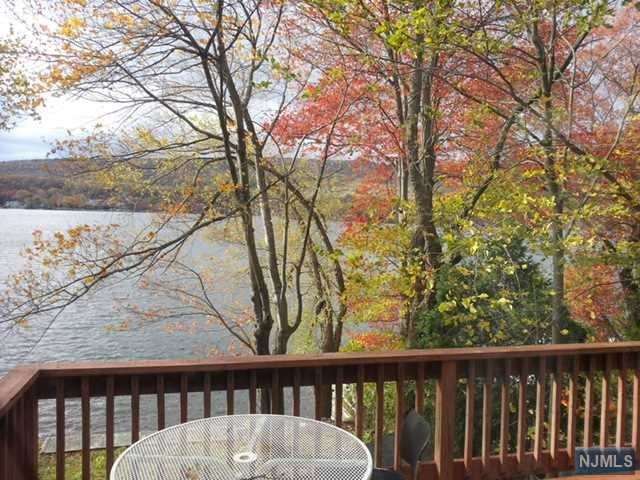 17 Lake Park Terrace, West Milford, NJ 07421
