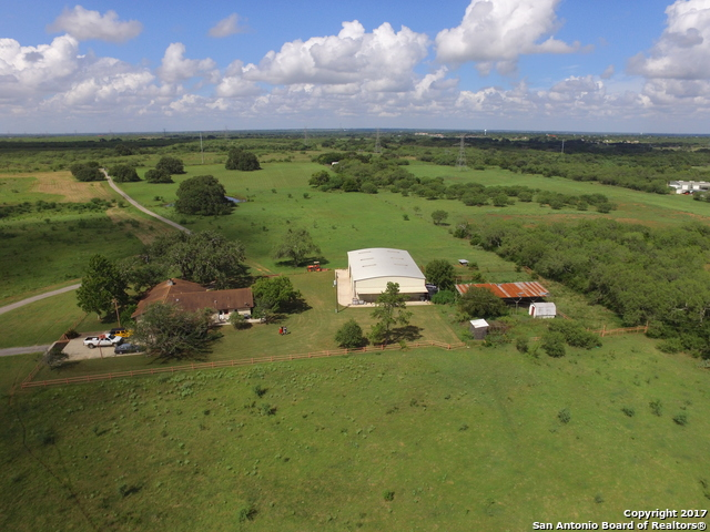 605 COUNTY ROAD 407, Floresville, TX 78114