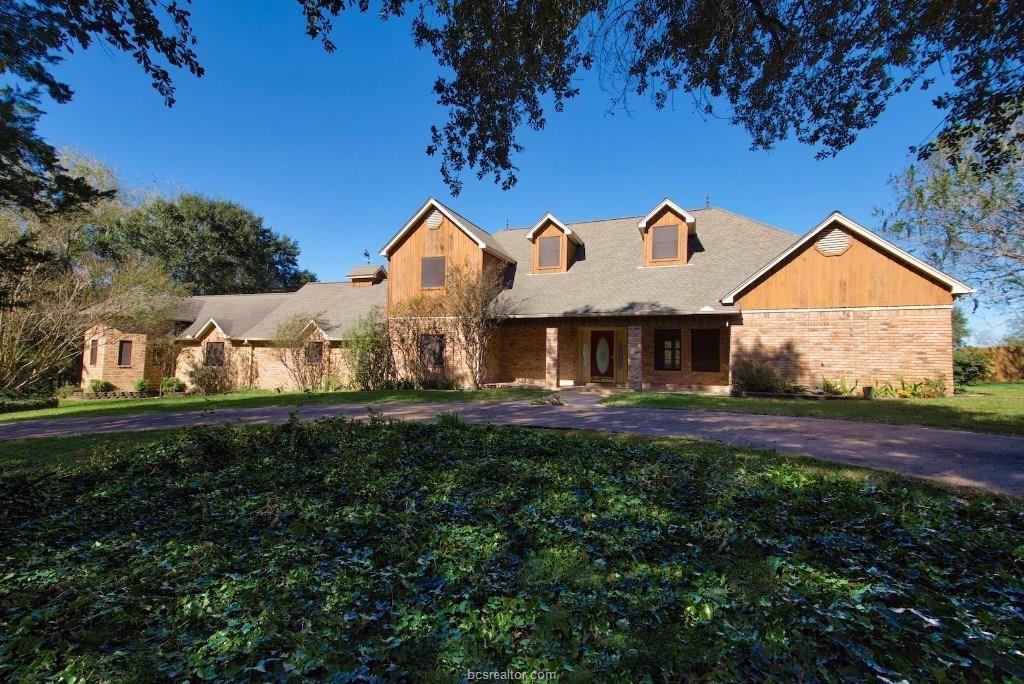250 Pin Oak Drive, Brenham, TX 77833