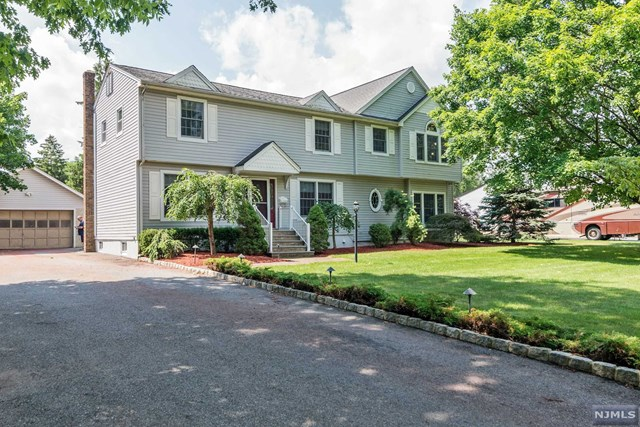 11 Hickory Place, Pequannock, NJ 07440