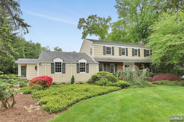 363 Lakeview Drive, Wyckoff, NJ 07481