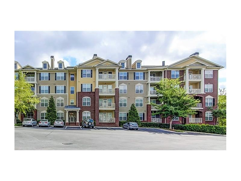 Hurry! Rare 3 bdrm corner condo in Marietta's Flats at Riverwalk! Kitchen boasts SS appls, pantry, & ample cabinet & counter space. Nat. light pours into living rm, which feats a dbl-sided gas fplace, connecting it to the dining rm. Mstr ste is true retreat, incl lg walk-in closet w/ custom built-ins & spa-like mstr bath w/ dual vanities, jetted tub & sep shwr. Addl bedrms well-sized & bright. Ideal outdoor living on lg covered balcony. Wonderful community amen. incl pool, clubhse, & gym. Convenient location close to interstates, shopping, restaurants, & SunTrust Park!