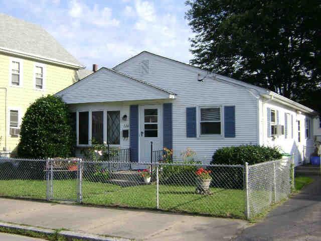126 Oakland AV, Pawtucket, RI 02861