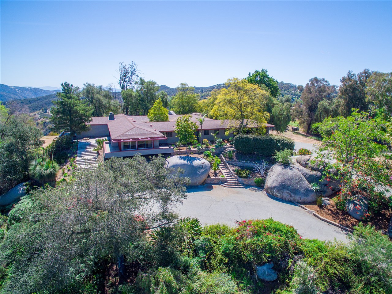 10283 Hidden Meadows Rd, Escondido, CA 92026