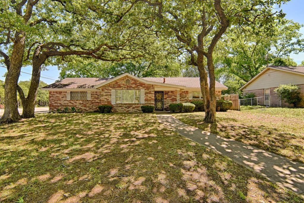 1224 Princess Lane, Hurst, TX 76053
