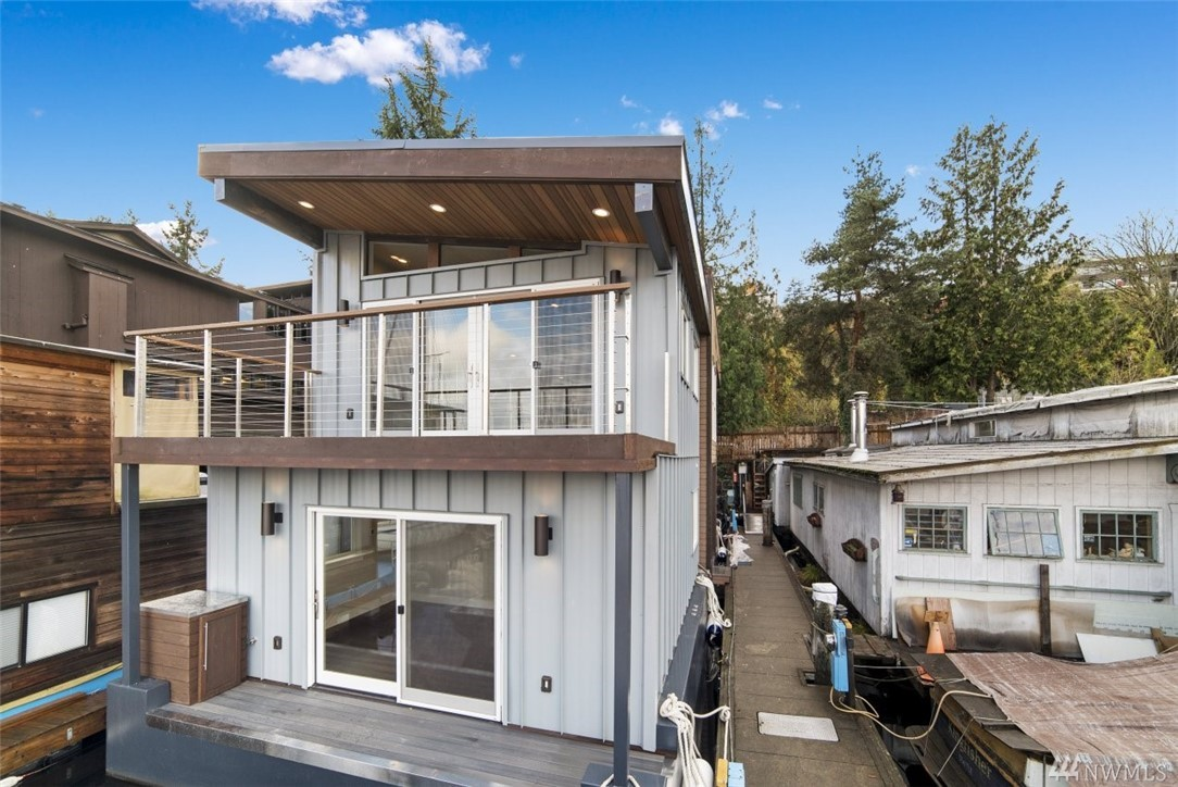Solstice is a brand new luxury houseboat in the heart of Seattle on Lake Union. Lots of natural light, with expansive windows throughout the main living area. Open concept kitchen and living area also features modern architectural design. Three balconies including a spacious rooftop deck are the perfect location for 4th of July fireworks. Walking distance on Lake Union walking/biking trail to Fremont and South Lake Union. Designed, built, and certified by premier houseboat builder Steady Floats
