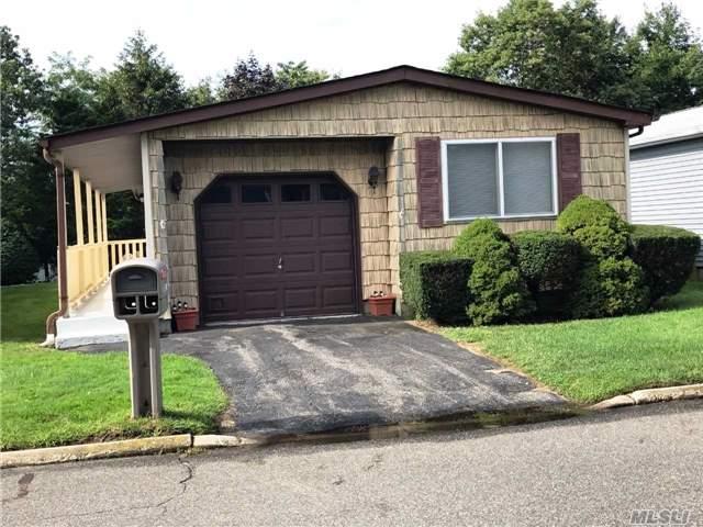 7 Dogwood Ln, Manorville, NY 11949
