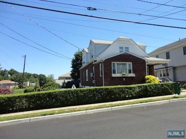 60 Hobart Place, Totowa, NJ 07512