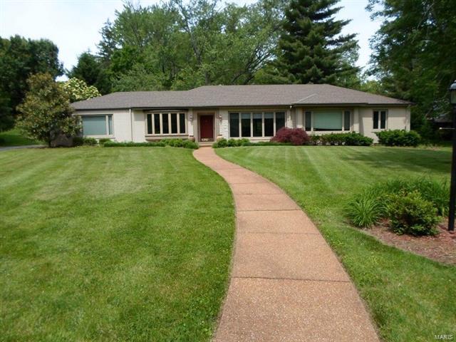 10 Ladue Manor, Ladue, MO 63124