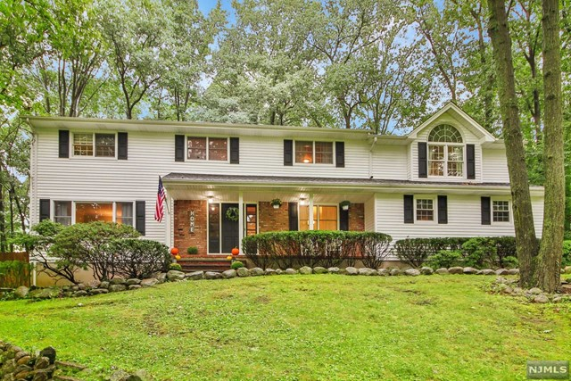 15 Arrowhead Road, Mahwah, NJ 07430