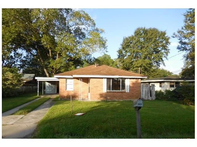All brick home located in a non flood zone area close.  Very large fenced yard with rear yard access. Large living room and partially updated bathroom.  Great rental potential.