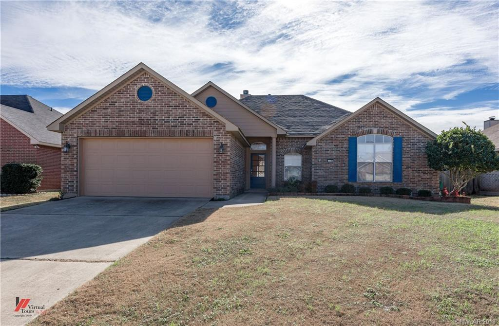 Beautifully maintained Savannah Place home. Nice wood floors throughout living area. Open kitchen with ceramic tile floor. Fresh paint in all bedrooms. Beautifully manicured lawn. Close to everything in South Bossier.