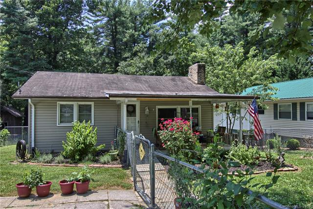 Cute and Cozy In-Town Starter Home or Investment Home just minutes from Main Street Hendersonville. Features: 900 Sq', 2 Bedrooms, 2 Full Baths, updated kitchen and baths, covered front porch, large deck in back for entertaining, fenced yard, central heat and air, fireplace and much more.
