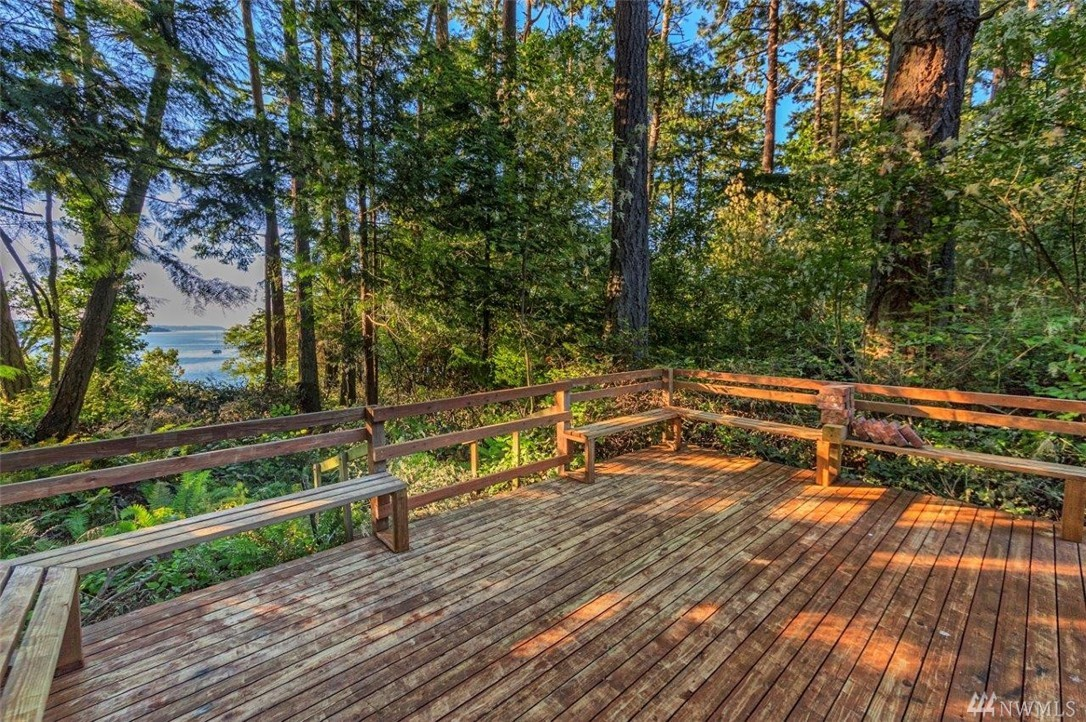 1211 Griffiths Point Rd, Nordland, WA 98358