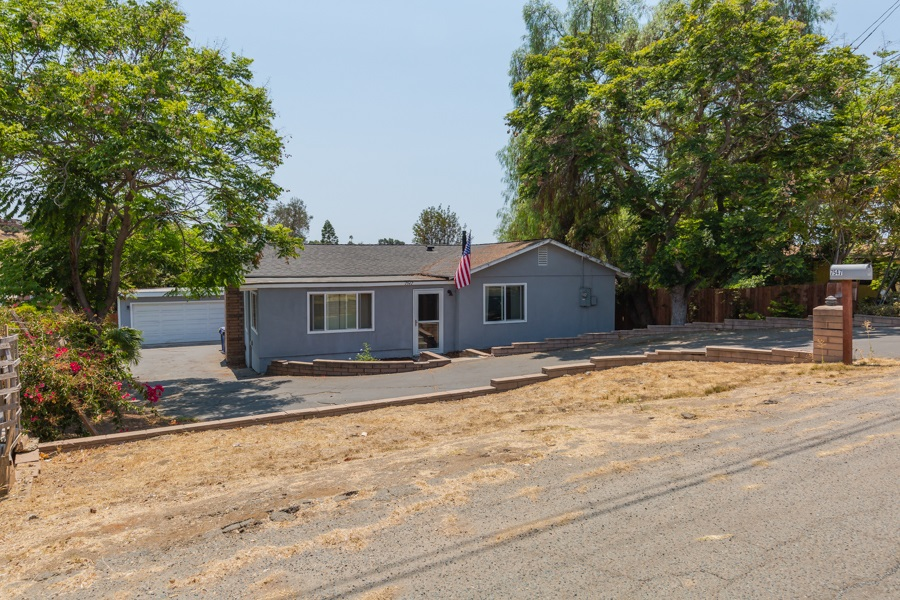 7547 Zemco Dr, Lemon Grove, CA 91945