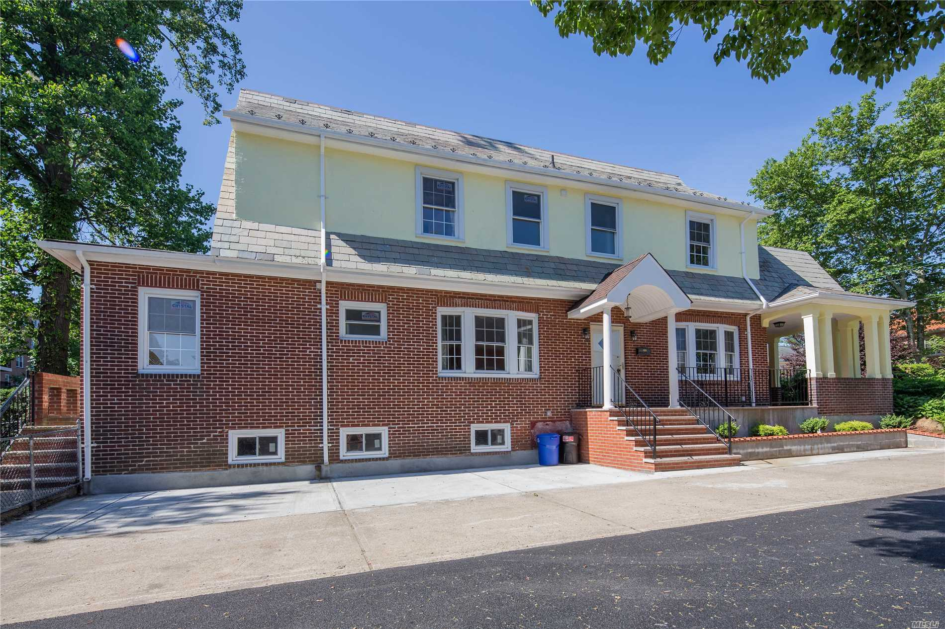 Detached Beautiful Center Hall Colonial.Totally New Renovated,Brand New Floor & Kitchen,Update New Electric And All Windows. 5 Brs W/ Large Lr & Family Room,Real Wood Burnning Fp.Finished Basement W Laundry Room.