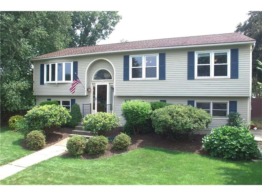 20 Apple Hill DR, Cranston, RI 02921