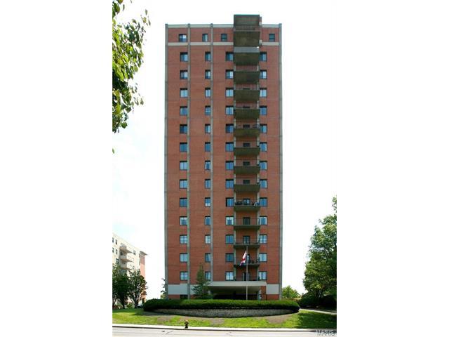 816 S Hanley, Clayton, MO 63105