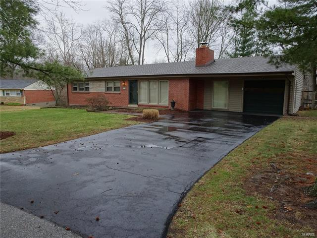 752 Louwen Drive, Ladue, MO 63124